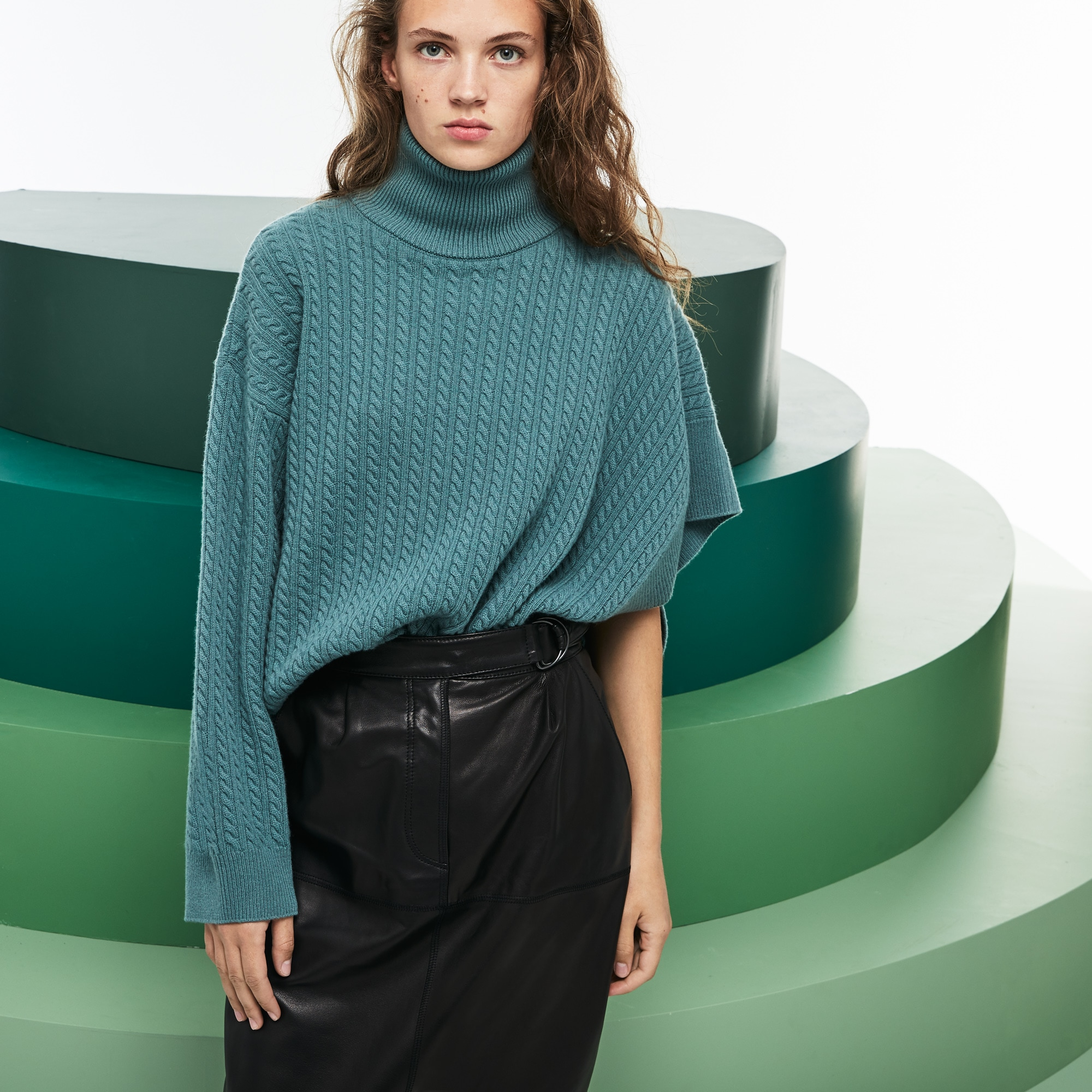女士走秀款不对称衣袖羊毛羊绒毛衣